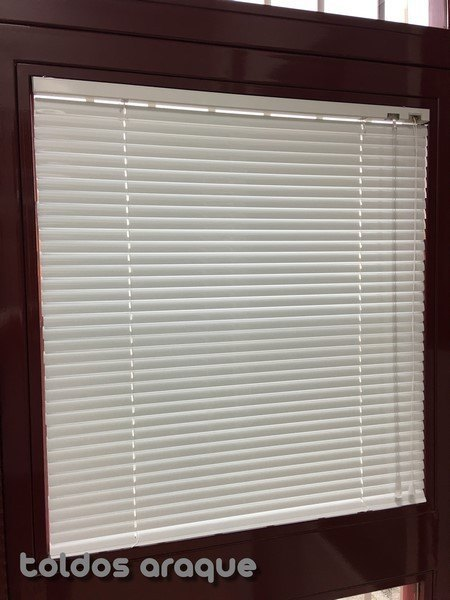 Venta e instalación de cortinas venecianas de aluminio en Madrid