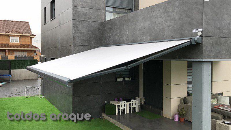Empresa Toldos en Madrid toldos instaladores Araque Instalación de toldo extensible cofre en Villanueva de la Cañada - Madrid Trabajos realizados