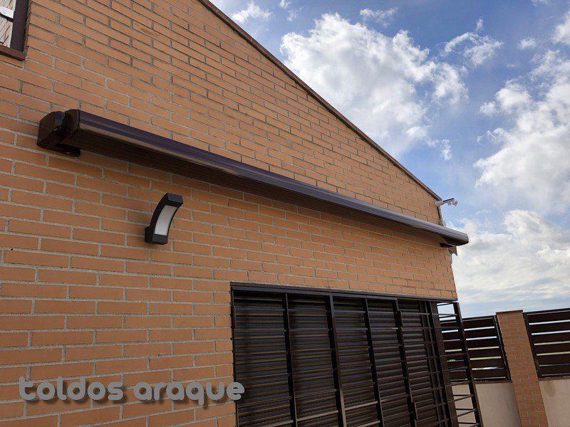 Empresa Toldos en Madrid toldos instaladores Araque Instalación de 2 toldos extensibles cofre con elevador de toldos en Torrejon de la Calzada - Madrid Trabajos realizados