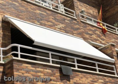 Empresa Toldos en Madrid  instaladores  TOLDO EXTENSIBLE COFRE MADRID