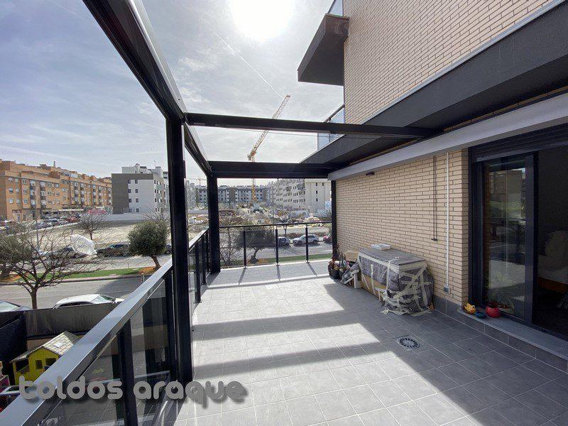 Empresa Toldos en Madrid toldos instaladores Araque Instalación de pergola aluminio 100 x 100 y 4 toldos cortavientos cofre motorizados en Valdemoro - Madrid Trabajos realizados